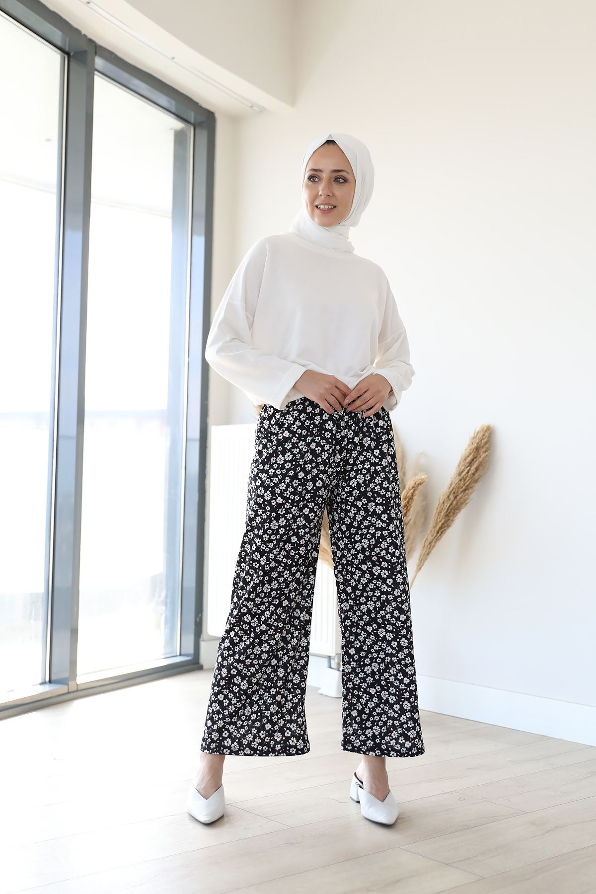 Çiçek Desen Pantolon-Siyah